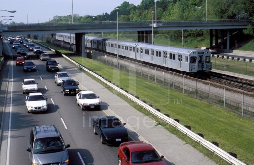 Canada-Toronto-subway-train-passing