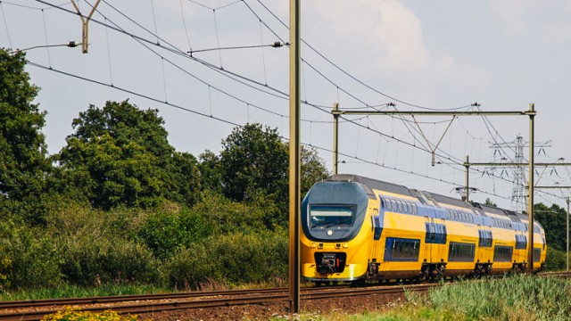 2_Dutch-Trains-run-on-Wind-energy
