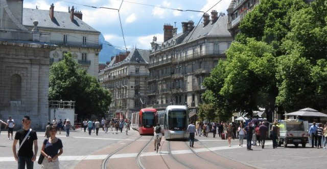Mixed-Reactions-to-New-Cambridge-Tram-System-Proposal-750x330