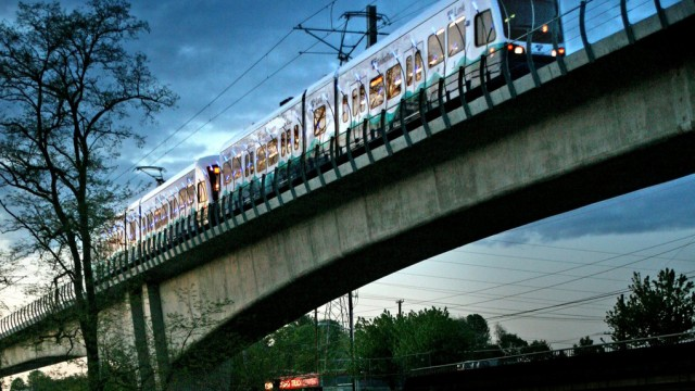 Seattle's light-metro uses light rail vehicles, giving it the flexibility to operate on lesser rights-of-ways.