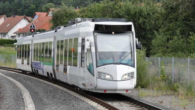 1 RBK_755_tram-train_approaching_Wolfhagen