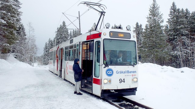 tram-at-lian-stop-in-snow-trondheim-norway
